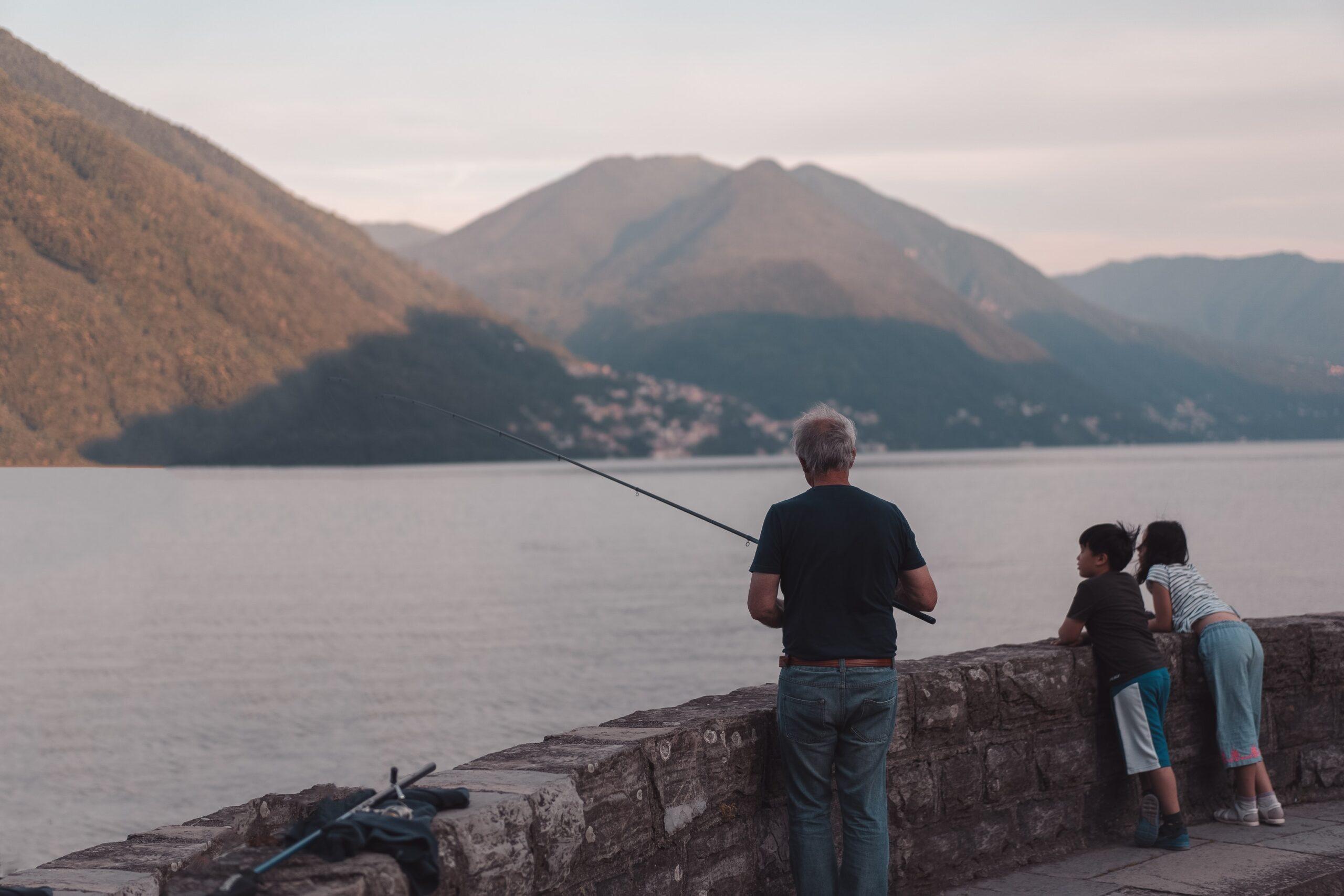 Best Fishfinder GPS Combo Under $1000 in 2021 [Top Picked]
